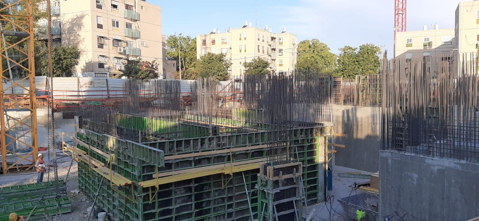 הסתיימה בניית מרתף החניון במגרש 103, במגרש 102 מתבצעות עבודות בניה של התקרה האחרונה בחניון, רצפת קומת הקרקע. 25.10.2019