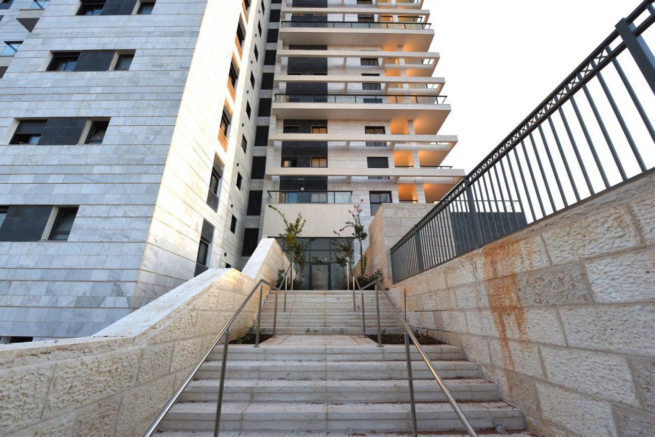 צילום הפרויקט אלמוג החשמונאים מודיעין מהמדרגות המובילות לפרויקט