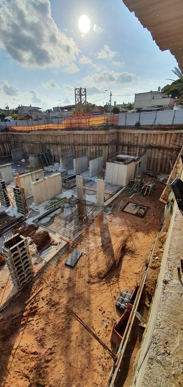 יציקת רצפה וקירות במרתף חניון מפלס 2- 23.02.2020