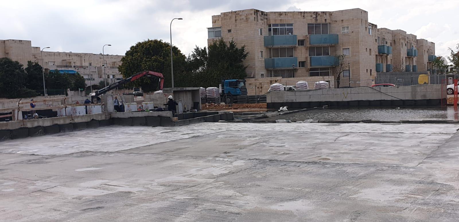 סיום עבודות גמר בבניינים, איטום גגות, איטום תקרת חניון, כניסה לעבודות פיתוח