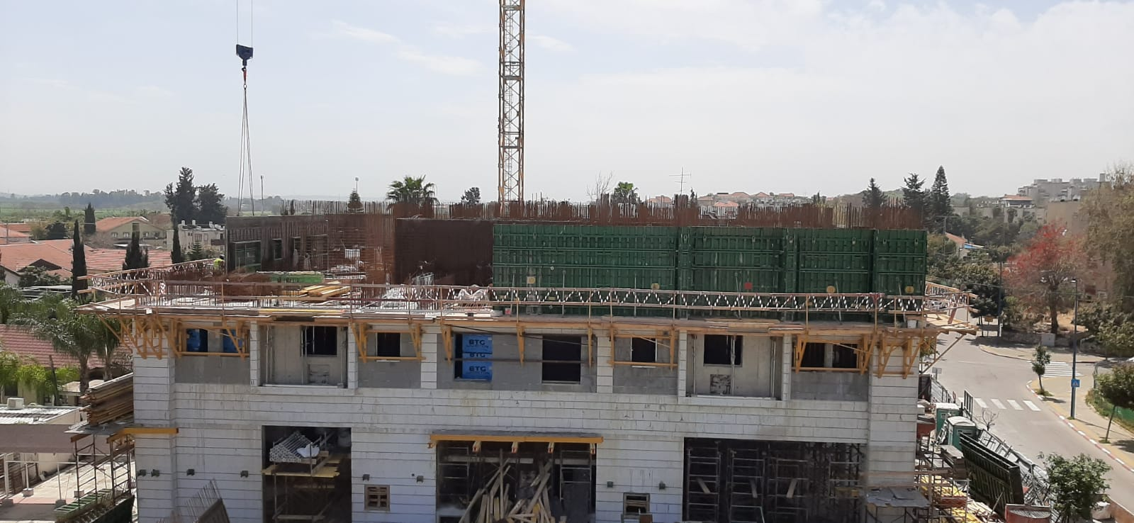 שלד: מגרש 102 רצפת קומה ג', מגרש 102 קירות קומה 2 מחיצות בלוקים קומות מחסנים |  גמר: טיח מרתפים חדרי מדרגות 26.03.2020