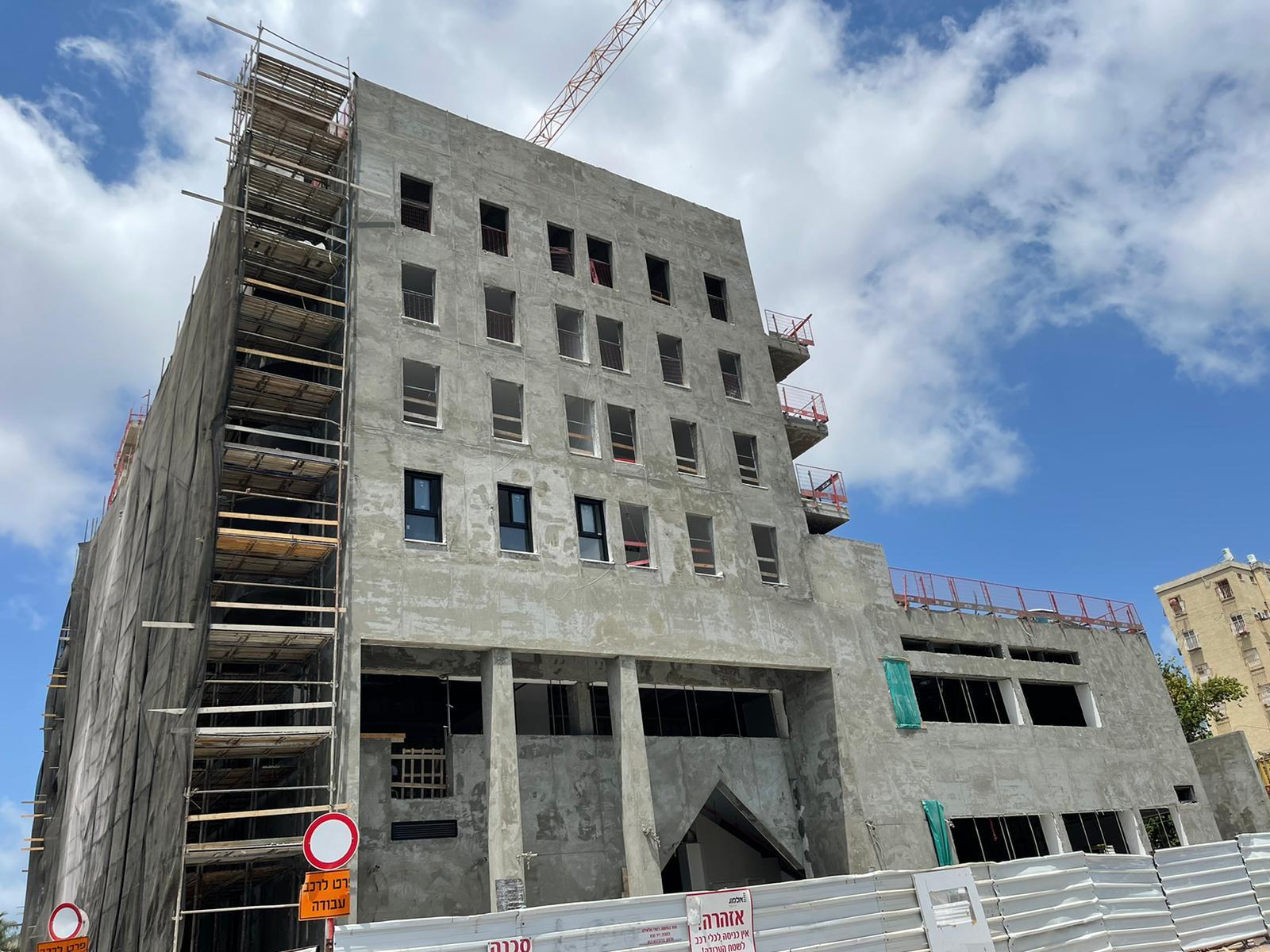 עבודות טייח חוץ, עבודות גמר קומה 4   עבודות אינסטלציה וחשמל בקומות גבוהות 12.08.2021