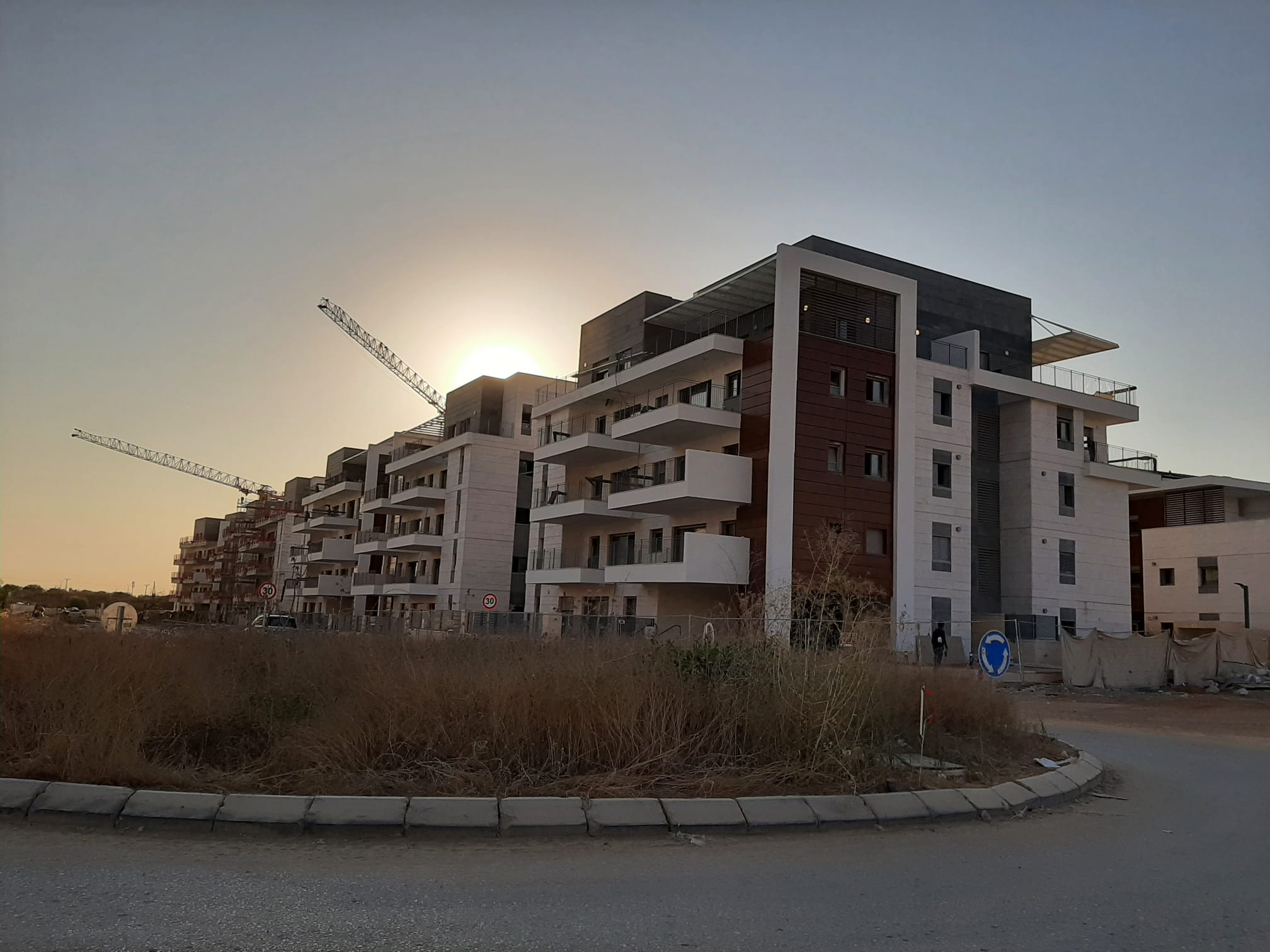 שלב א – עבודות לקראת טופס 4   שלב ב – עבודות פיתוח וריצוף   שלב ג' – עבודות שלד במרתף 12.08.2021