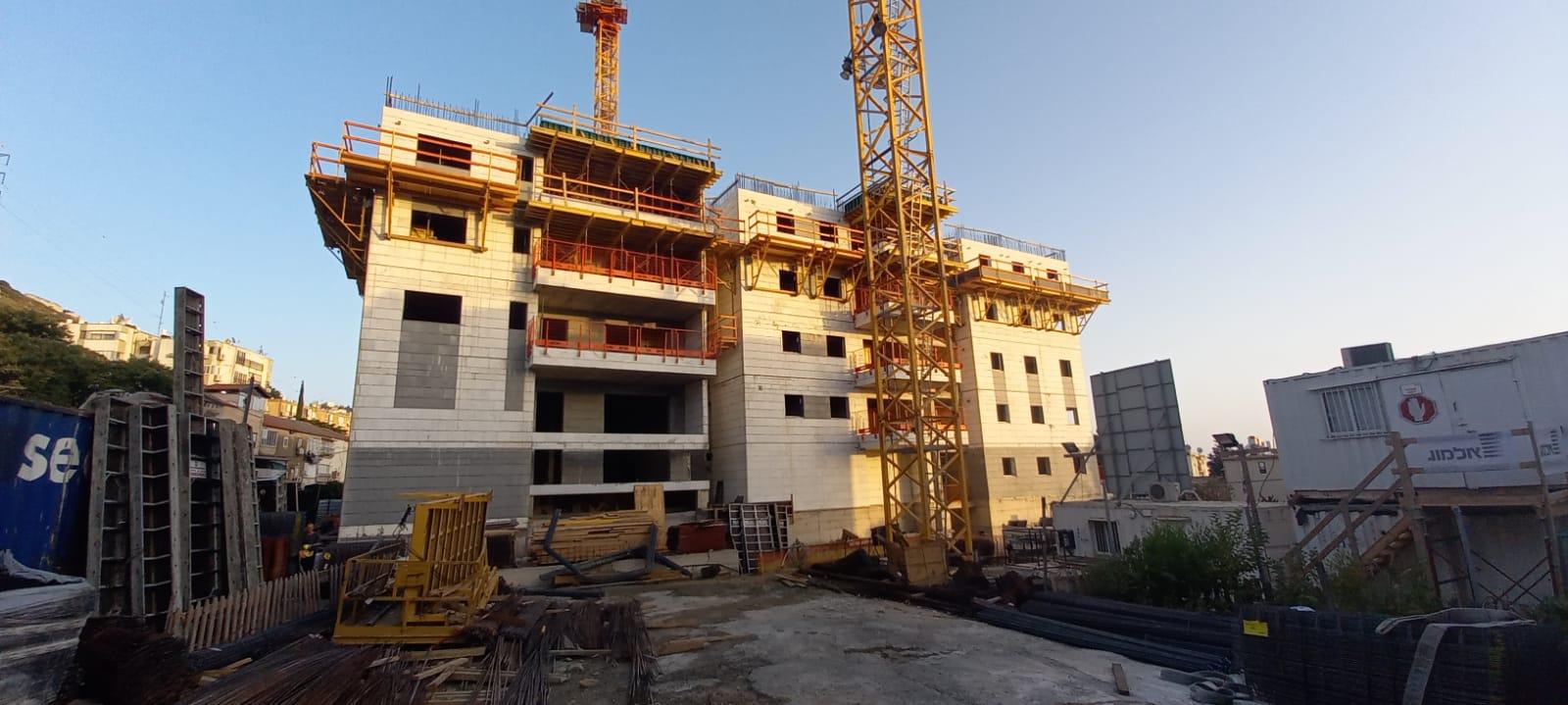 עבודות שלד קומה 7 | עבודות טיח וצבע חניון | אינסטלציה קומה 1 08.07.2021