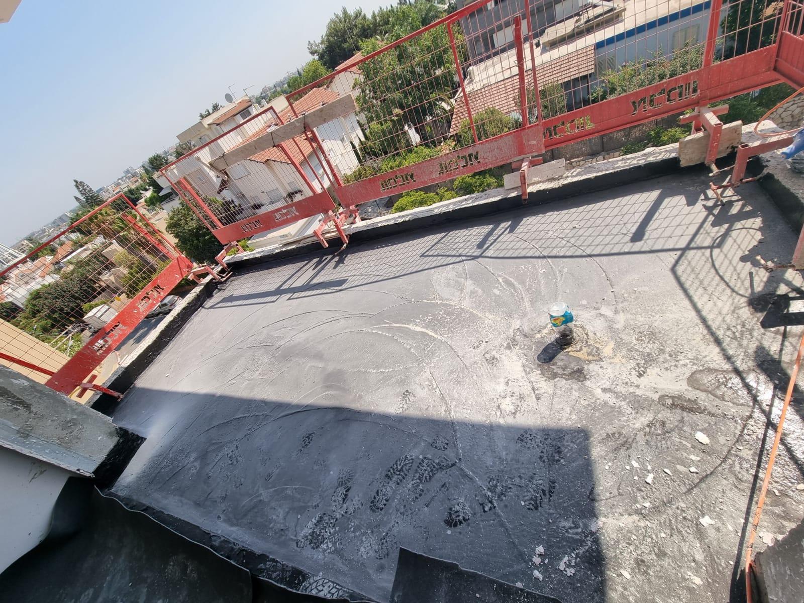 עבודות אינסטלציה וחשמל, בטון ושיפועים בגג עליון 12.08.2021